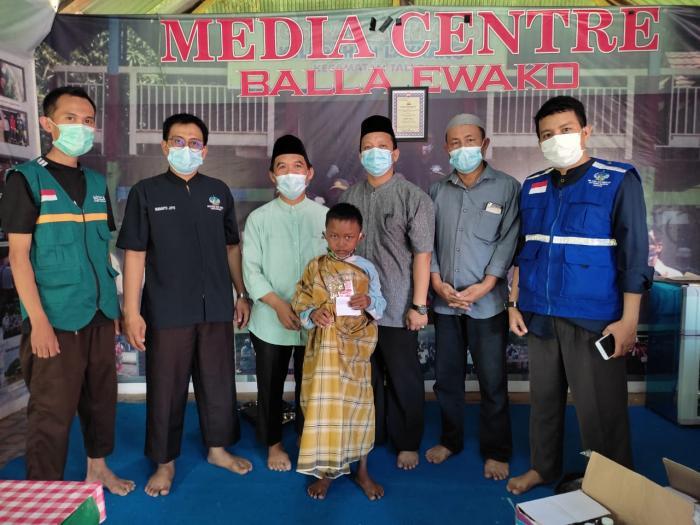Warga Terbantu dengan Khitanan Massal Wahdah Kecamatan Tallo