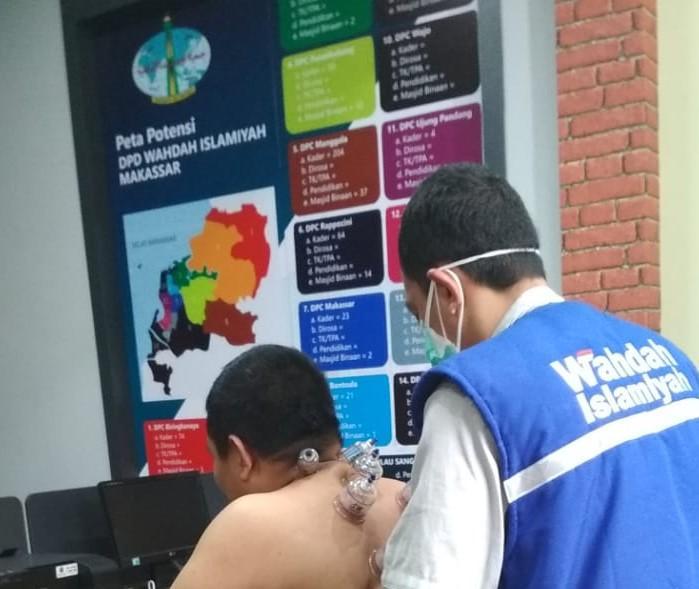 Ikhtiar Menjaga Kesehatan Dai Dan Murabbi, Depsoskes Wahdah Makassar Lakukan Pemeriksaan Kesehatan Dan Layanan Bekam Gratis.