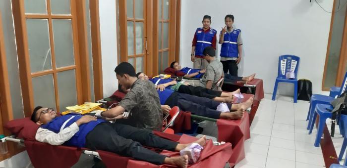 Bersama WIZ dan UTD SULSEL, Wahdah Islamiyah Makassar Gelar Aksi Donor Darah