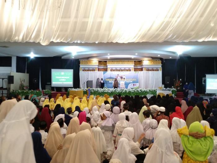 Wujud Cinta Sesama, Muslimah Wahdah Tebar Ifthar Bersama Anak Yatim